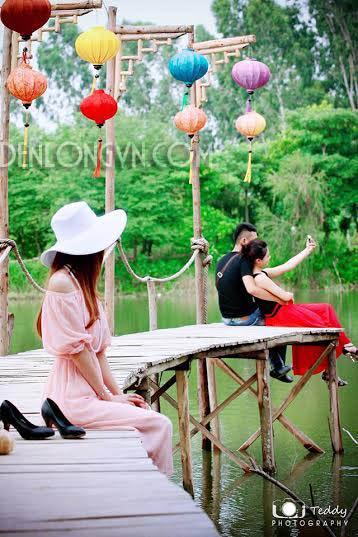 đèn lồng trang trí truyền thống Đèn lồng tết rực rỡ không gian Việt