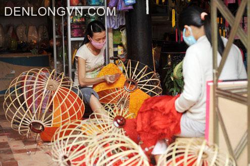 sản xuất đèn lồng Hội An tại xưởng đèn lồng Việt