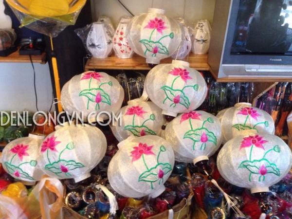 den hoa sen xuat khau 1 e1467032494748 Xưởng đèn lồng Hội An truyền thống xuất ngoại