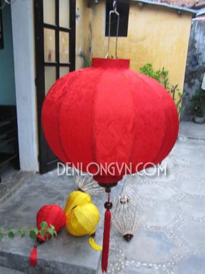 den long hoi an du mau 14 Đèn Trung Thu tròn đỏ truyền thống