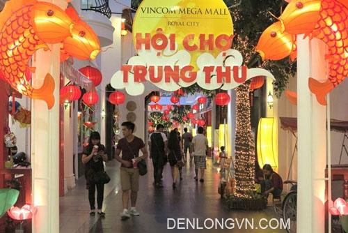 Đèn lồng trang trí tại Royal City Hà Nội