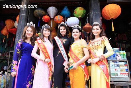 hoa hau dan toc Hoa hậu dân tộc khoe dáng bên đèn lồng Hội An