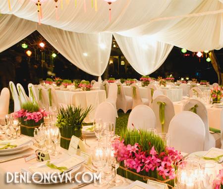 tttcnt 7 Trang trí tiệc cưới ngoài trời với Đèn lồng Việt