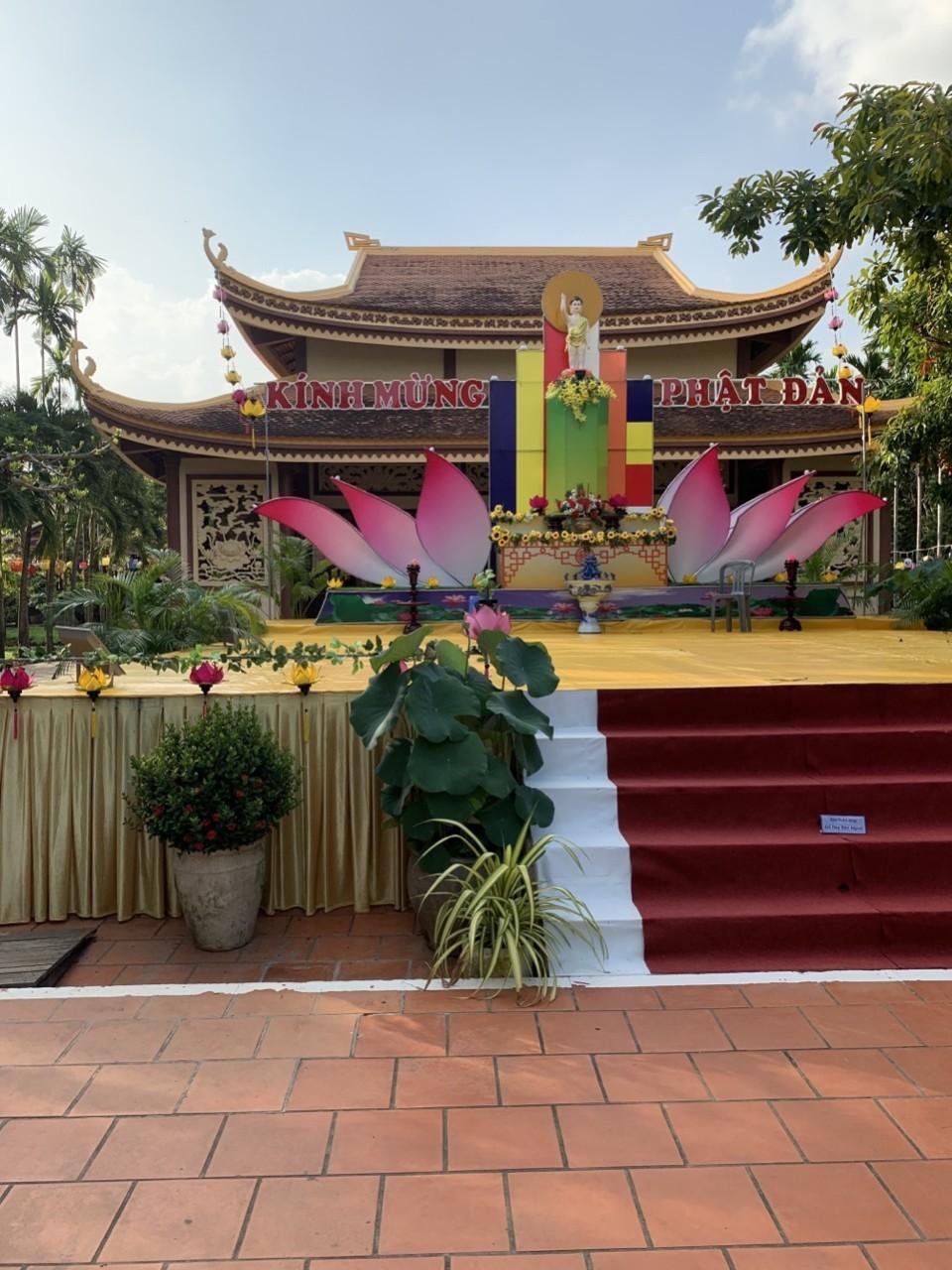 Đèn lồng trang trí Đại Lễ Phật Đản 2021