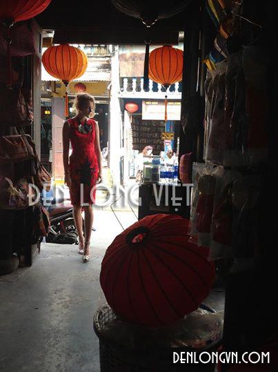 Người mẫu Anthropologie tham quan xưởng Đèn lồng Việt