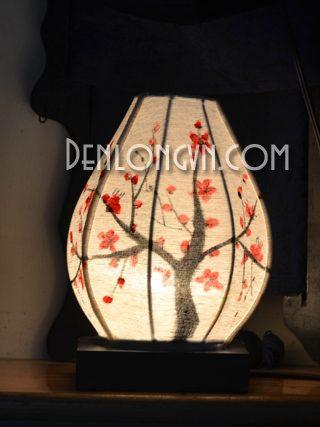 Đèn bàn vẽ họa tiết hoa anh đào