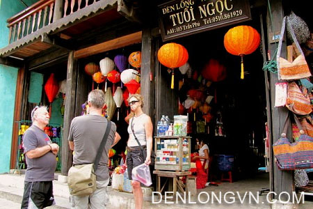 Xưởng đèn lồng Tuổi Ngọc 103 Trần Phú