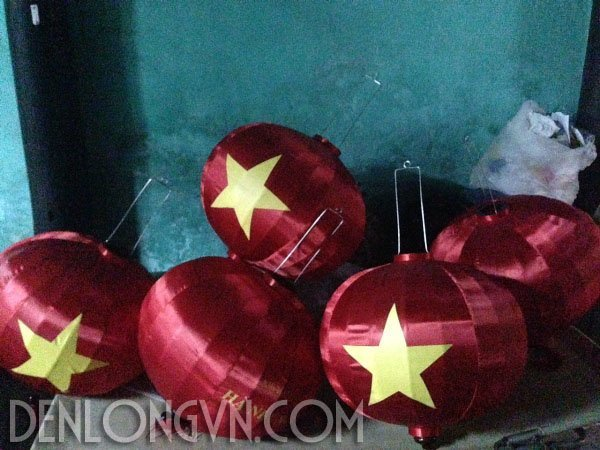 den long trang tri quoc khanh Viet Nam 1