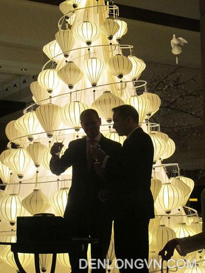 đèn lồng trang trí cây thông noel