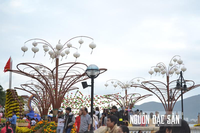 Trang trí đèn lồng dịp Tết tại Đà Nẵng