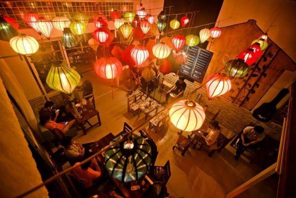 Mẫu đèn lồng trang trí quán cafe thông dụng