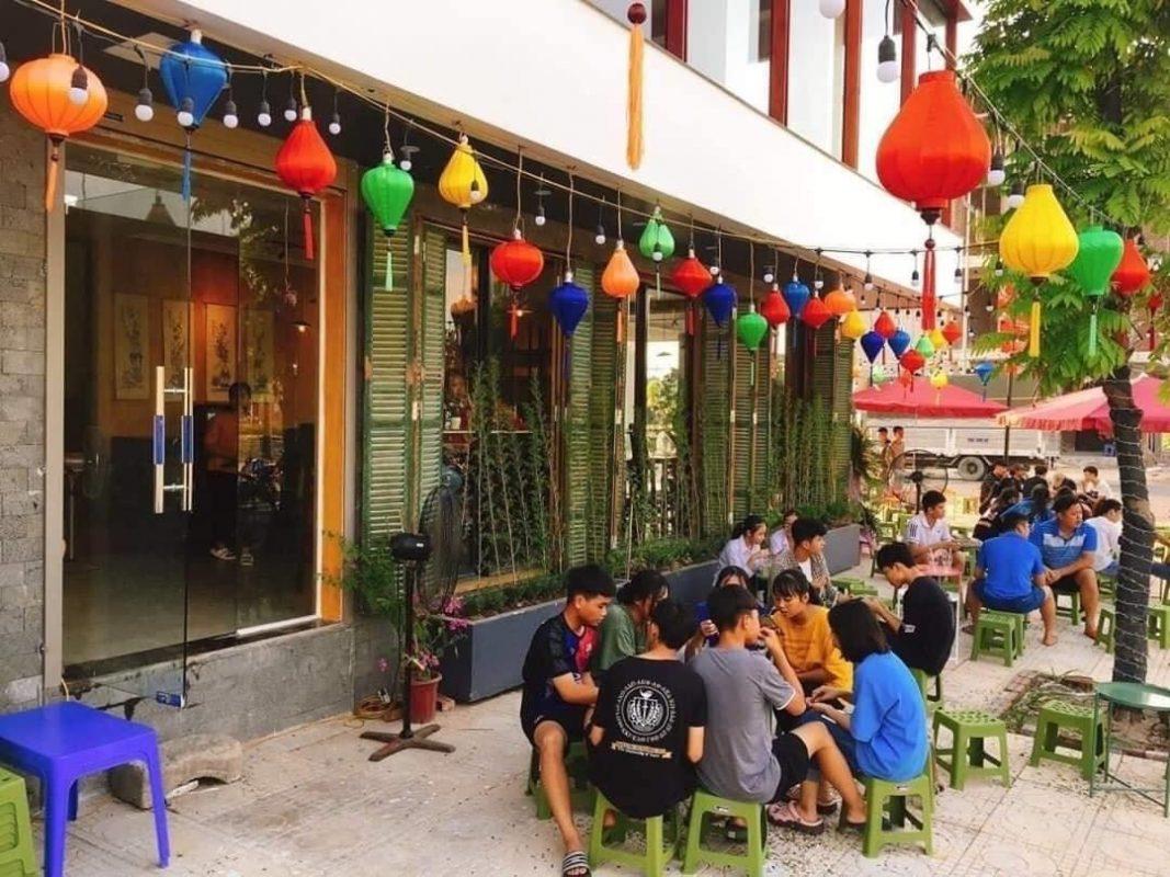 Đèn lồng trang trí quán cà phê   Đèn lồng Việt