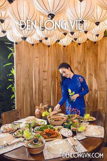 Vẻ đẹp của thiếu nữ Việt bên đèn lồng