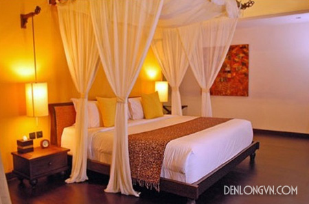 Đèn lồng đặt hai bên giường tạo ra năng lượng dương cho căn phòng
