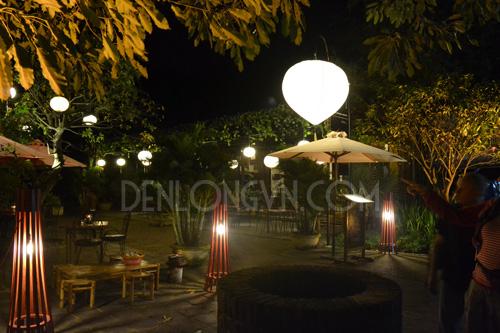 Trang trí đèn lồng tại sân vườn